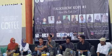 Pemilik Kopi Tja Santri, Sofi menyampaikan materi bersama beberapa narasumber lain dalam acara Talkshow Kopi yang diselenggarakan oleh Mahasiswa Jurusan Gizi di Gedung Serba Guna (GSG) Kampus III UIN Walisongo Semarang, Kamis (3/1/2019).
