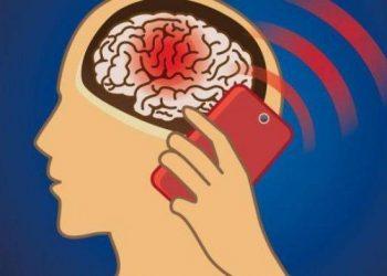 Ilustrasi ponsel beradiasi tinggi (