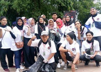 Relawan bersih sampah saat acara apel lebangsaan