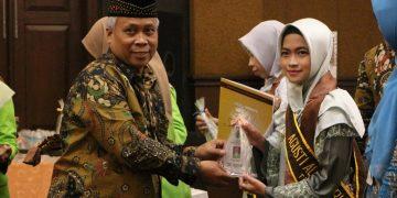 Agusti Alfi Nurul Insani wisudawan Fakultas Dakwah dan Komunikasi. (Dokumen istimewa)
