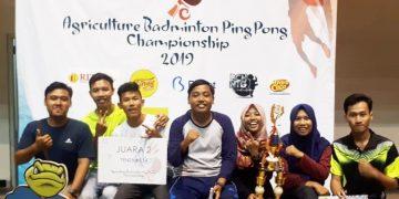 Grup atlet UKM Sainstek foto bersama seusai mendapat gelar juara dua cabang Olahraga Pingpong, Senin (11/3/2019) (Dok. Istimewa)