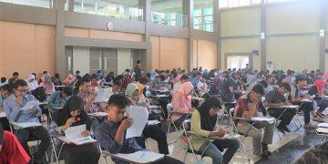 Calon mahasiswa baru saat mengikuti Ujian Jalur Mandiri (Dokumen Amanat)