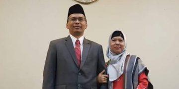 Rektor baru UIN Waliasongo, Imam Taufiq dan istri (www.facebook.com)