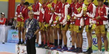 Tim Voli putra Indonesia saat Victory Ceremony di GSG UIN Walisongo, Selasa (23/7/2019) (Amanat/Gatot).
