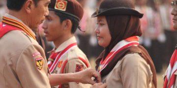 Presiden Jokowi saat memberikan