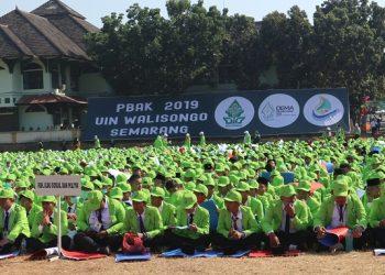Generasi Walisongo (Genwa) sedang mengikuti upacara pembukaan PBAK 2019. (Amanat/ Hasib)
