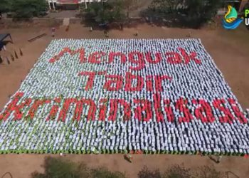 Salah satu formasi dalam paper mob PBAK 2019 UIN Walisongo Semarang, Kamis (22/8/2019) (Youtube)
