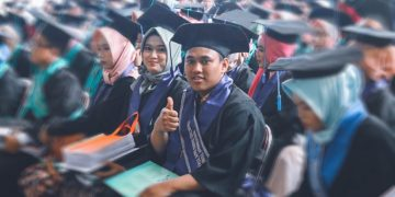 Zakariya Bani Ikhtiyar wisudawan terbaik Fakultas Sains dan Teknologi (FST) saat wisuda di Auditorium 2 Kampus III UIN Walisongo Semarang, Rabu (28/8/2019). (Amanat/Gatot)