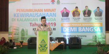 Imam Taufiq saat sambutan di acara penumbuhan minat kewirausahaan di kalangan pemuda tahun 2019, di Auditorium II kampus 3 UIN Walisongo, Selasa (10/9/2019) (Amanat/Marzuki).