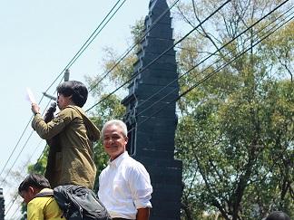 Gubernur Jawa Tengah, Ganjar Pranowo menaiki mobil massa aksi, Rabu (24/09/2019) (Amanat/Vina).