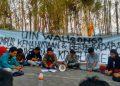 Konferensi Pers menegani UKT di depan gedung Fisip, Sabtu (7/08/2019). (Amanat/Riduwan)