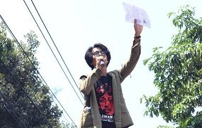 Koordinator aksi Semarang Raya, Cornel Gea saat berorasi, Rabu (24/09/2019) (Amanat/Vina).