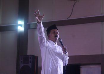 Dekan Fakultas Syariah dan Hukum, M Arja Imroni saat memberi tausiyah dalam acara pemuda shalawatan di Auditorium II Kampus 3 UIN Walisongo, Jumat (4/10/2019)(Amanat/Vina).