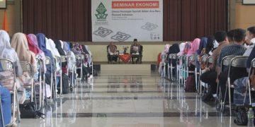 Seminar Ekonomi oleh Dewan Eksekutif Mahasiswa (Dema) Fakultas Ekonomi dan Bisnis Islam (FEBI), salah satu kegiatan Pra PBAK (Dokumen Istimewa).