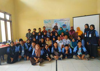 Tim KKN Posko 112 foto bersama dengan pemateri (Dok. Istimewa)