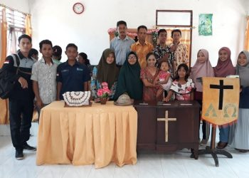 Mahasiswa UIN Walisongo bersama 26 Perguruan Tinggi Keagamaan Islam Negeri (PTKIN) se-Indonesia di Desa Pantulan Kecamatan Sulamu Kab. Kupang Nusa Tenggara Timur (NTT), menghadiri kegiatan umat Kristen Protestan di Gereja Dusun empat Tulakaboak, minggu (02/02/2020).