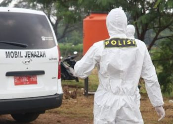 proses bantuan pemakaman jenazah oleh Timsus Ditsamapta Polda Metro jaya (Dok. Humas Polda Metro)