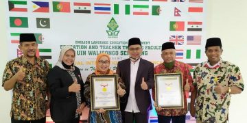 Senior manager MURI foto bersama Rektor UIN Walisongo dan jajarannya dalam acara  Virtual International Conference 2020 Education in The Era of Post Covid-19 Pandemic. Jumat (25/09/2020) (Dokumen istimewa).