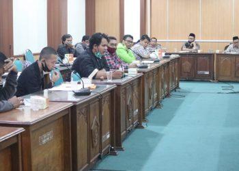 Sejumlah perwakilan mahasiswa melakukan audiensi dengan pimpinan kampus terkait penurunan Uang Kuliah Tunggal di masa pandemi (Amanat/ Agus)
