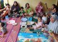 Tim KKN RDR UIN Walisongo bersama ibu-ibu PKK kelurahan Purwoyoso membuat olahan Daun Kelor, Minggu (08/11/2020). (Dok. Istimewa)